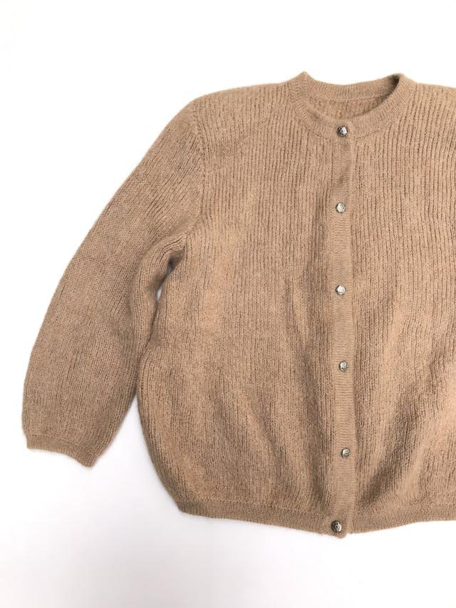 Cardigan vintage camel textura trenzada delgada con botones plateados delanteros, maga 3/4 foto 2