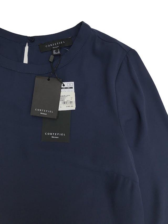 Blusa larga Cortefiel, de gasa azul con forro, basta asimétrica larga atrás. Largo 80cm adelante 98cm atrás. Nueva con etiqueta Precio original S/250 foto 2