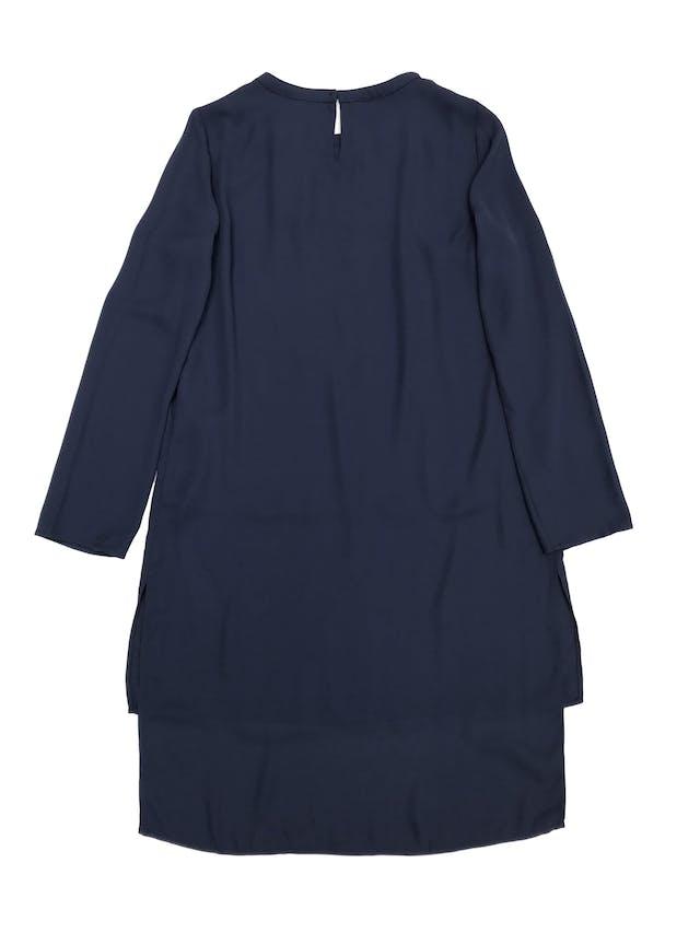 Blusa larga Cortefiel, de gasa azul con forro, basta asimétrica larga atrás. Largo 80cm adelante 98cm atrás. Nueva con etiqueta Precio original S/250 foto 3