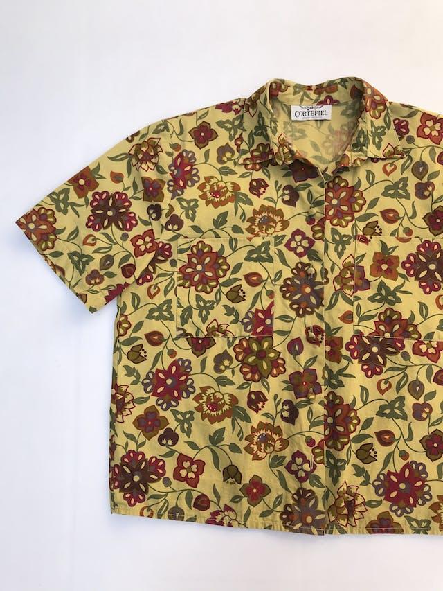 Blusa Cortefiel vintage 100% algodón verde con estampado de flores, botones forrados y bolsillos delanteros. foto 2