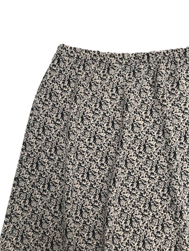 Falda vintage negra con estampado beige, tela plana, elástico en la cintura y línea en A. Largo 60cm foto 2