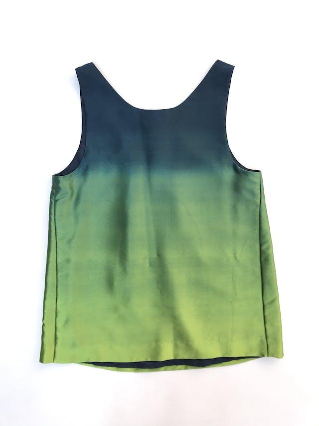 Blusa Theory 100% seda azul y verde en degradé, pliegues en el cuello y forro. Precio original S/ 700 foto 2
