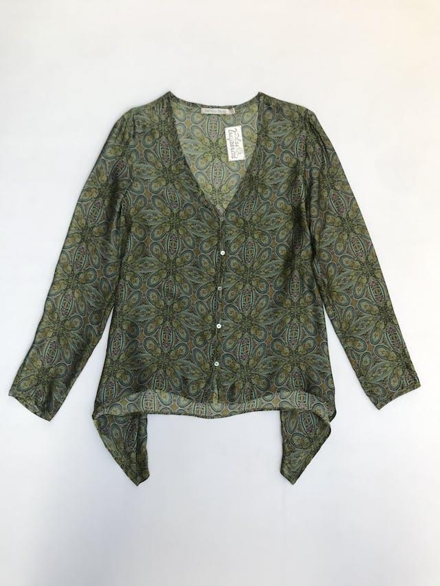 Blusa Michelle Belau 100% seda, cuello en V con botones, suelta con basta asimétrica foto 1