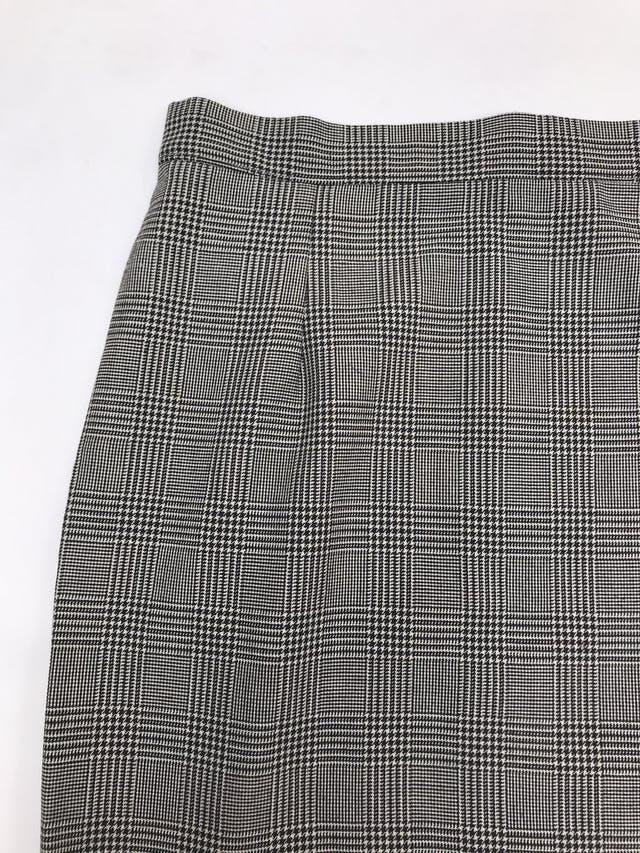 Falda larga príncipe de gales crema y negro, abertura lateral, cierre y botón posterior. Cintura 72cm Largo 82cm foto 2