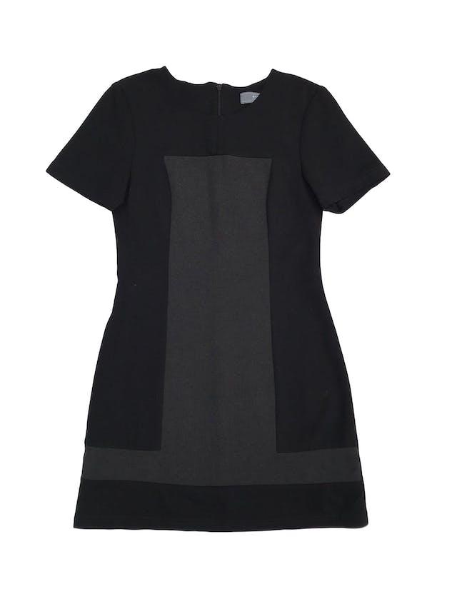 Vestido Basement negro con franjas grises, ligeramente stretch, con cierre posterior. Largo 80cm foto 1