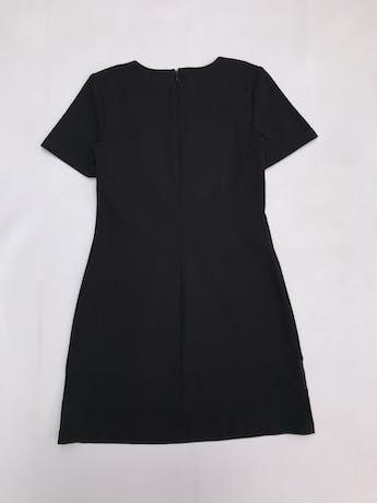 Vestido Basement negro con franjas grises, ligeramente stretch, con cierre posterior. Largo 80cm foto 2