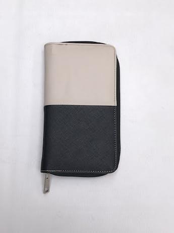 Billetera rectangular con tres compartimentos y cierres. 20x11cm  foto 3