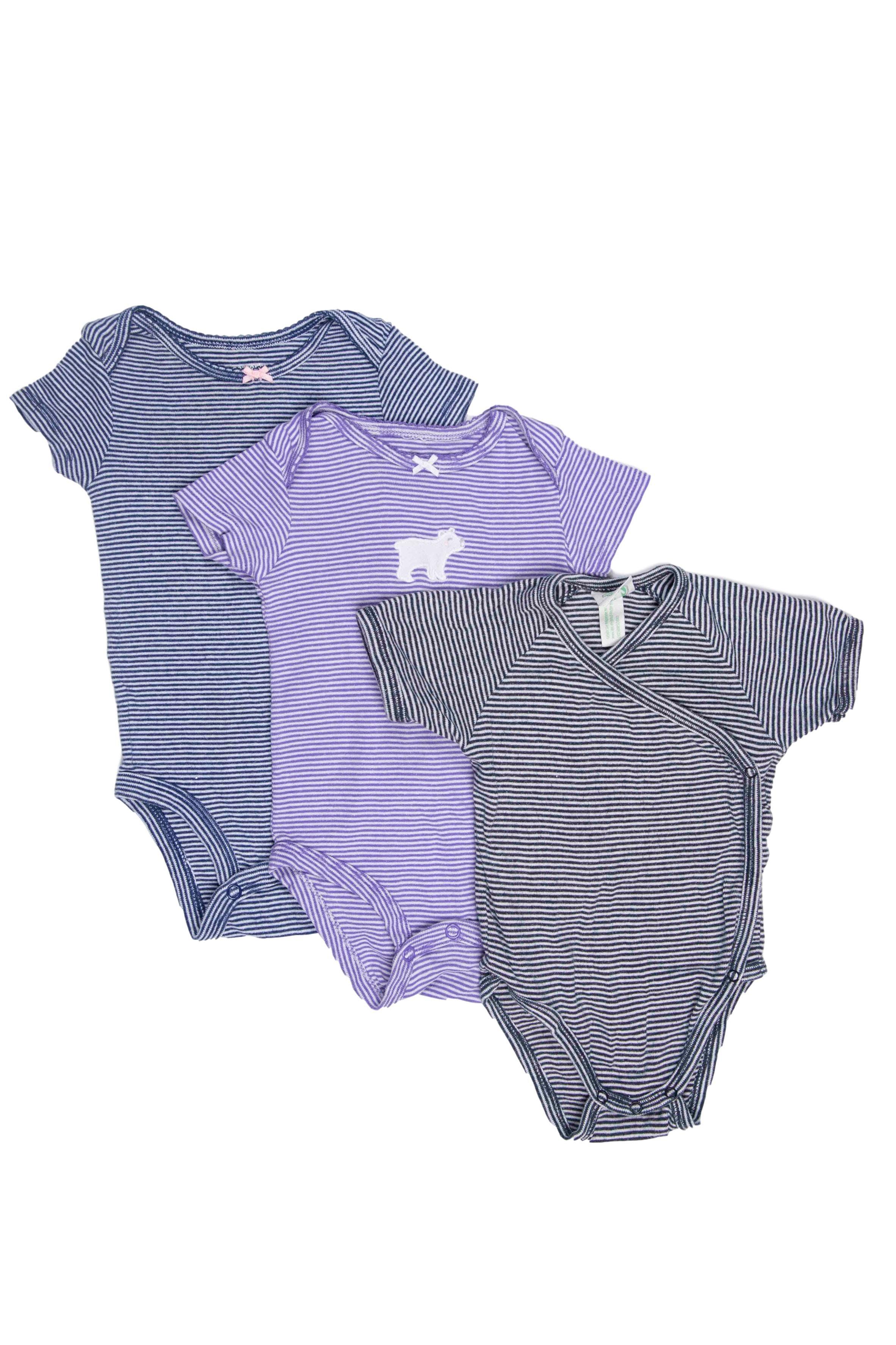 Pack de 3 bodies a rayas 100% algodón. Dos Carter´s y uno modelo kimono de algodón orgánico marca alemana. - Carter's