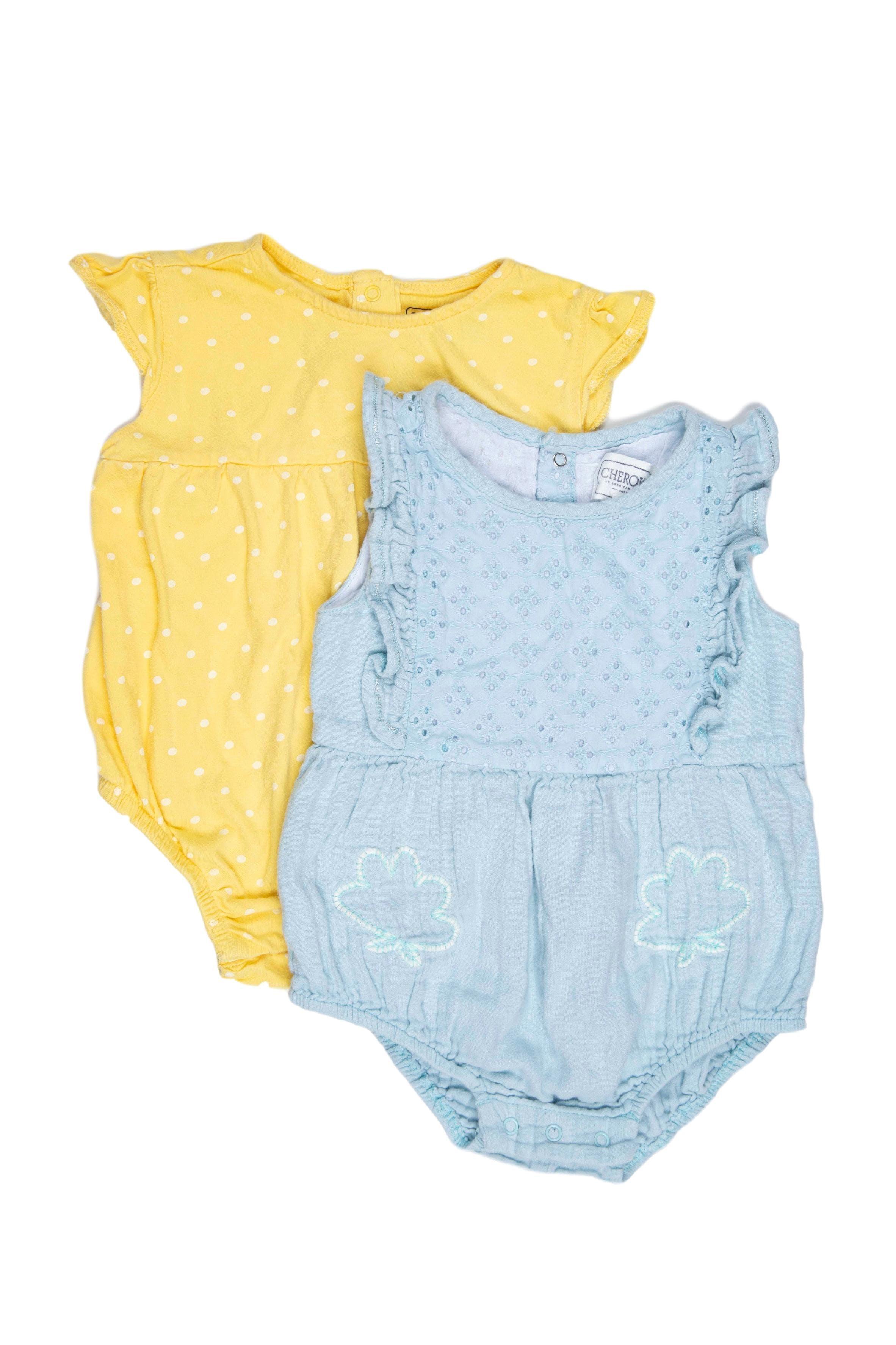 Pack de 2 enterizos, uno celeste con pecho de broderie y bordado, otro amarillo con lunares blancos, Ambos 100% algodón. Talla 12 meses en etiqueta - Cherokee