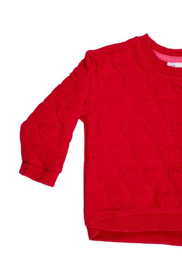 Polera roja, relieve de corazones - H & M foto 2
