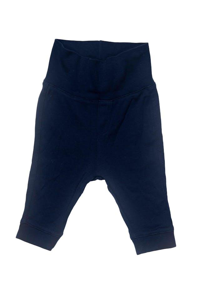 set de 3 pantalones, uno azul 100% algodon cintura ancha elastica marca H&M estado 9/10, otro YAMP gris 100% algodon con elastico en la cintura y dinosaurio en la parte trasera estado 9/10, y otro verde agua con elastico en la cintura 80% algodon marca H&M estado 8/10 - H & M foto 2