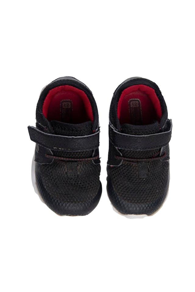 Zapatilla negras con velcro y elástico. USA 5 - Levity foto 1