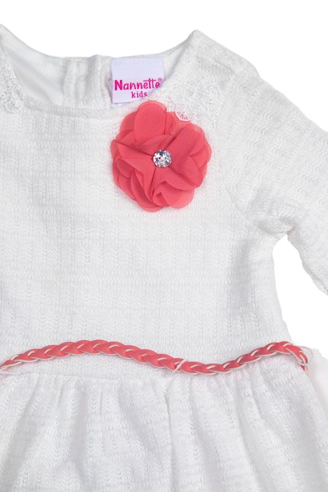 Vestido blanco tejido de hilo con correa trenzada simil cuero coral, forrado, volantes de gasa - Nannette Kids foto 2
