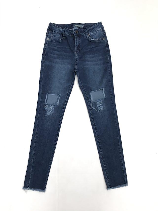 Pantalón jean stretch a la cintura con rasgado y aberturas en las rodillas foto 1