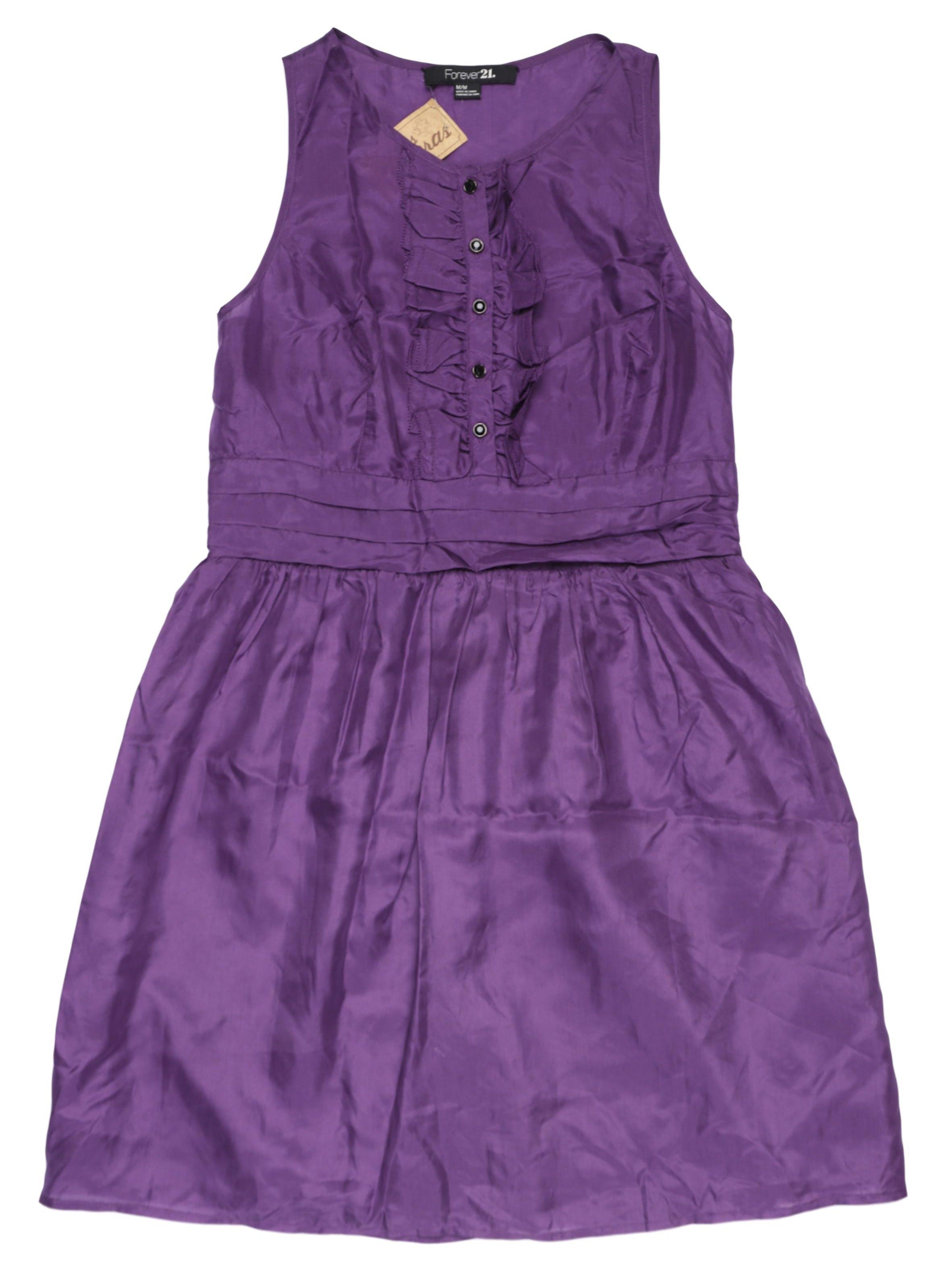 Vestido Forever21 morado 100% seda, pliegues en la cintura, forro en falda y cierre lateral. Busto 100 cm, cintura  cm, largo 85 cm.
