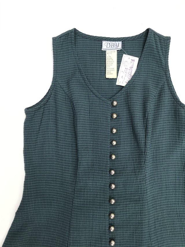 Vestido vintage verde con cuadritos azules, fila de botones, pasador en la espalda y falda en A. Largo 84cm foto 3