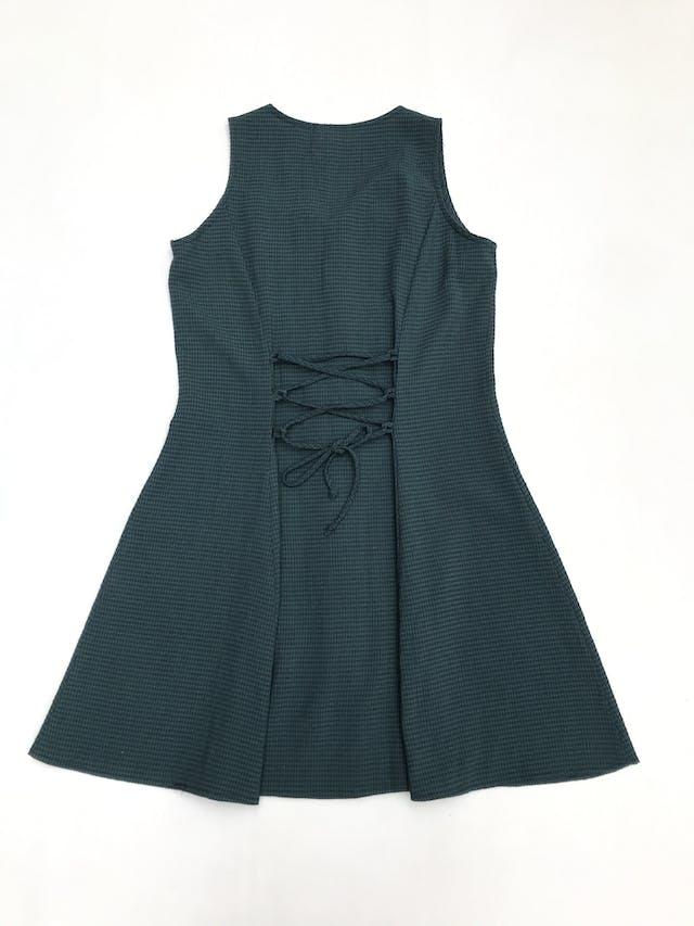 Vestido vintage verde con cuadritos azules, fila de botones, pasador en la espalda y falda en A. Largo 84cm foto 2
