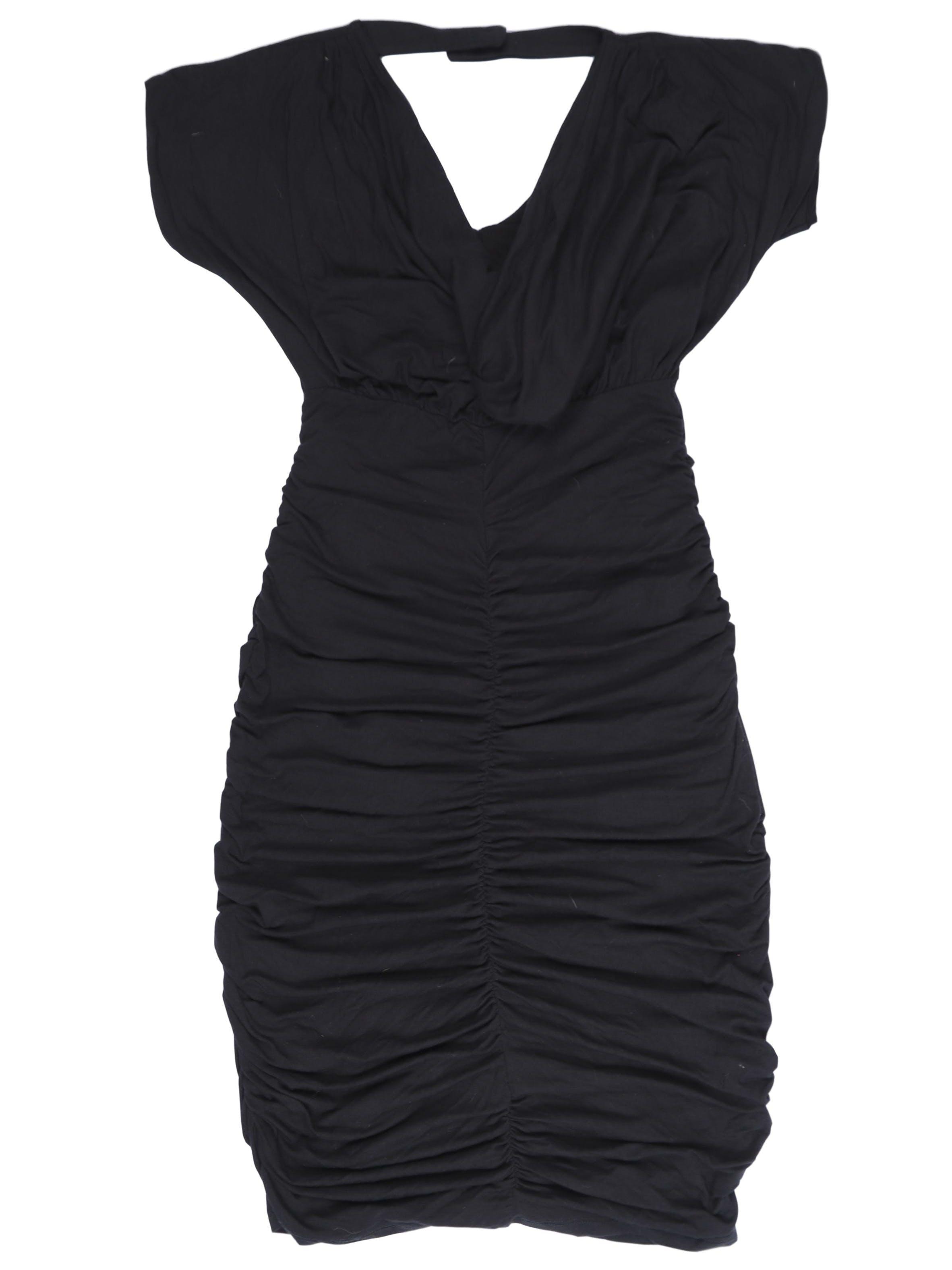 Vestido John Holden negro de algodón stretch, cuello caído, botón posterior y escote en la espalda, falda tubo drapeada a la rodilla. Largo 88cm. Nuevo con etiqueta. Precio original S/ 200