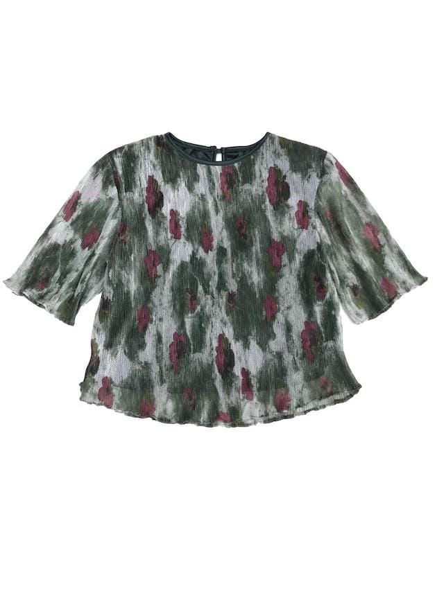 Blusa vintage, corta, tela tipo malla en tonos verdes, blancos y flores rojas, forrada foto 1