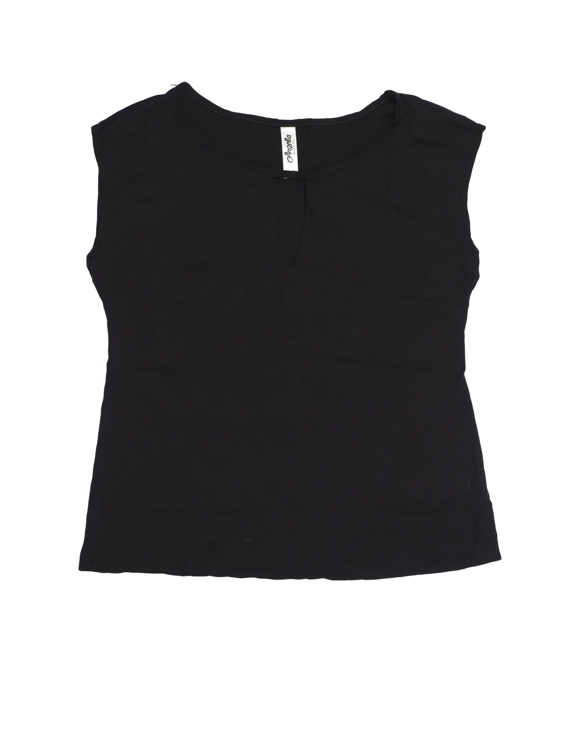 Blusa negra tipo chalis con escote gota en pecho