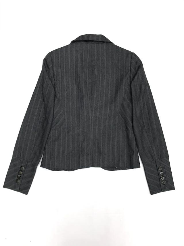 Blazer Basement tela tipo sastre gris con líneas al tono, forrado, de un solo botón foto 2