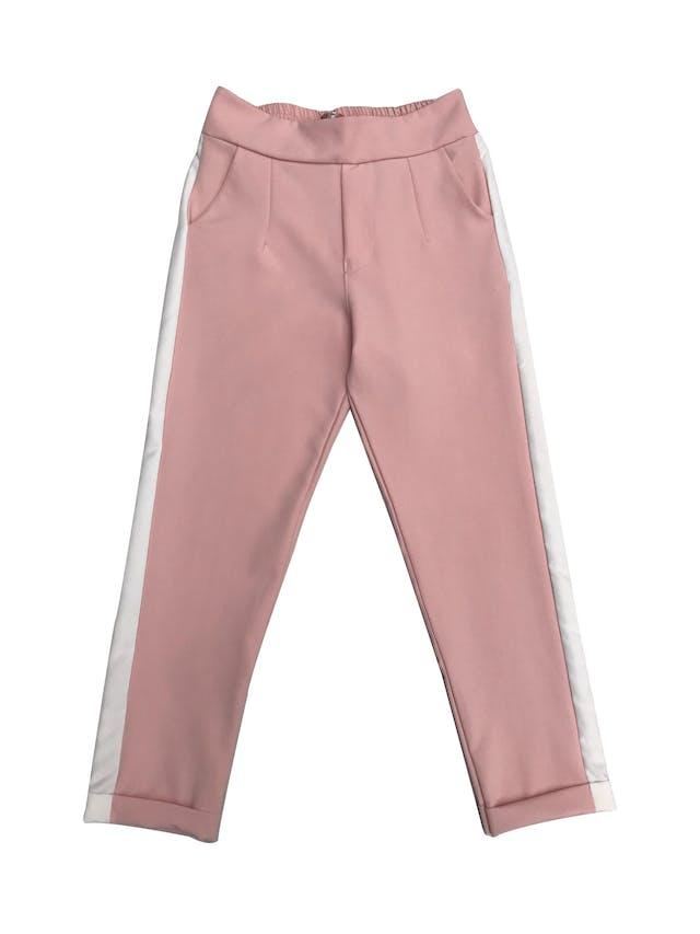 Pantalón estilo jogger palo rosa con franjas laterales, bolsillos laterales y elástico posterior foto 1