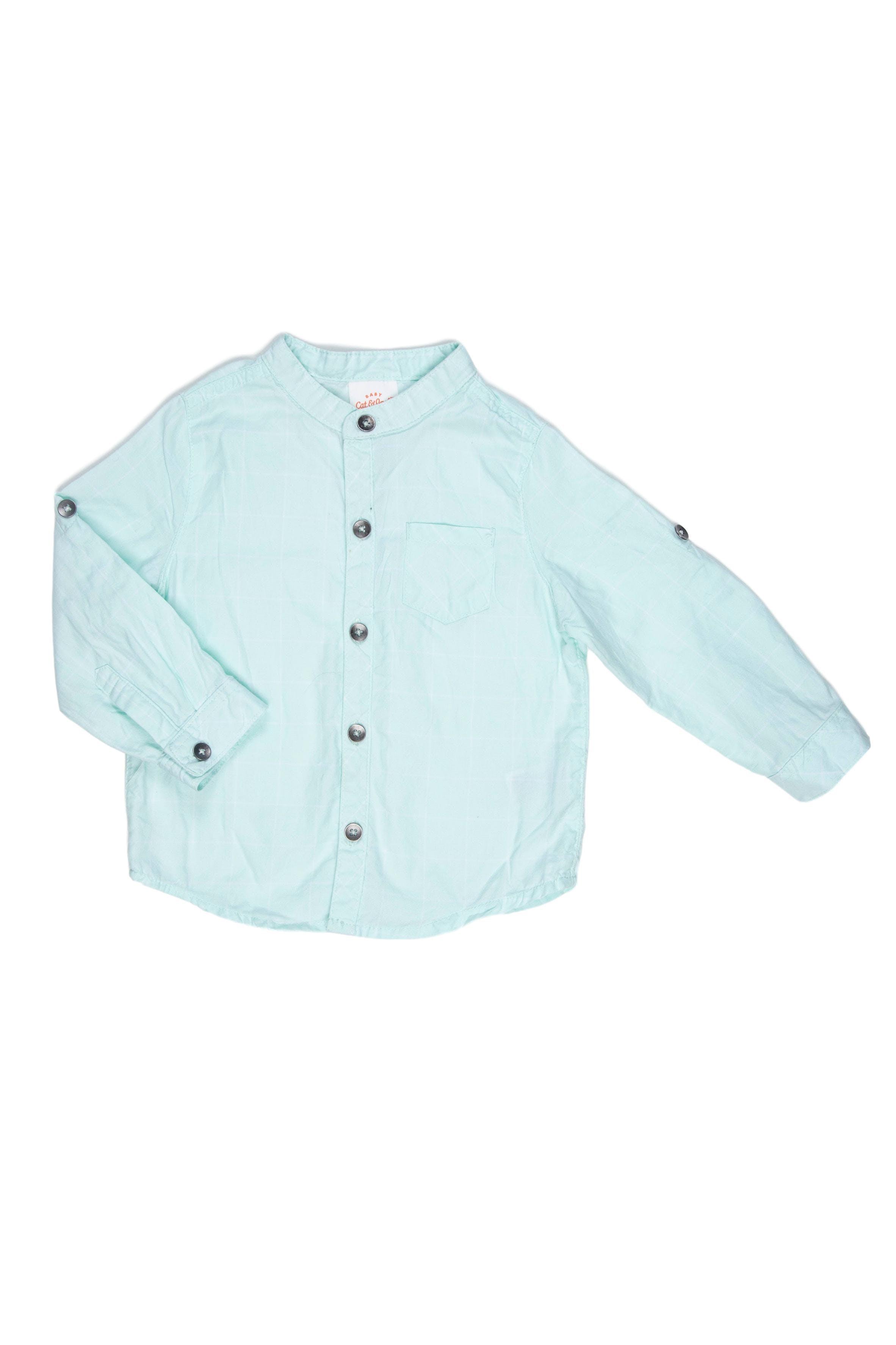 Camisa Talla 18 Meses 100% algodón. Tiene cinto en manga para remangar. Tiene un puntito en la fila de botones. - Cat & Jack