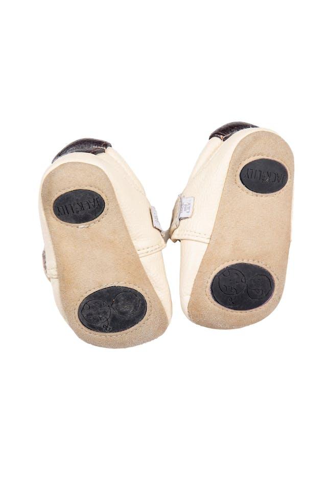 Zapatitos tipo mocs con aplicación de búho. Material tipo cuero. Hermosos - Jack And Lily foto 2