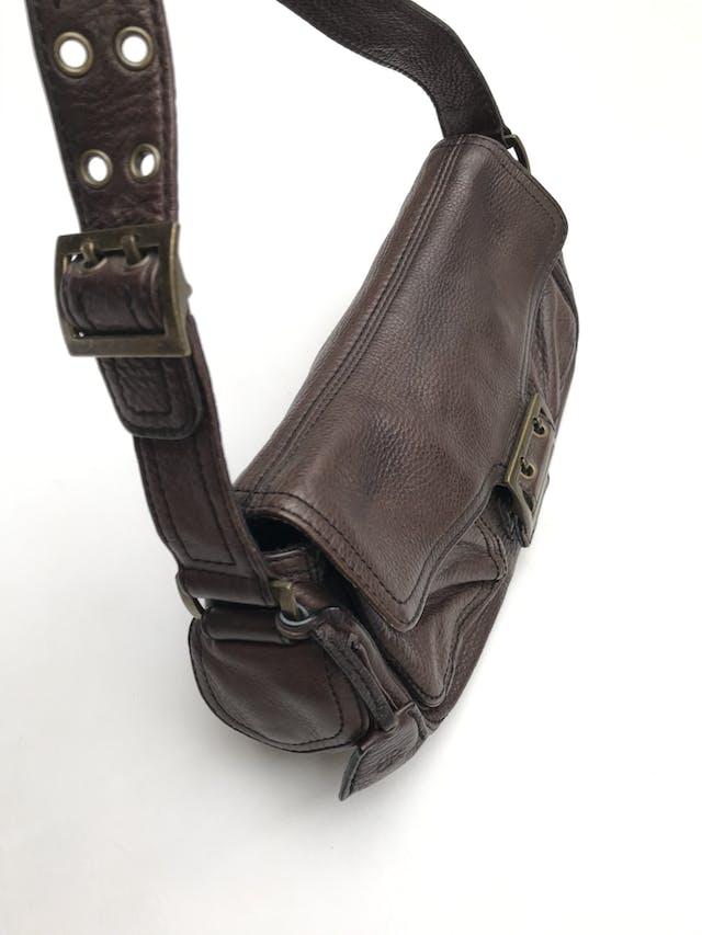 Cartera Banana Republic 100% cuero marrón, forrada con dos compartimentos internos y 4 bolsillos externos. Medidas 28x16x9cm Estado 9/10 Precio original S/ 290 foto 3