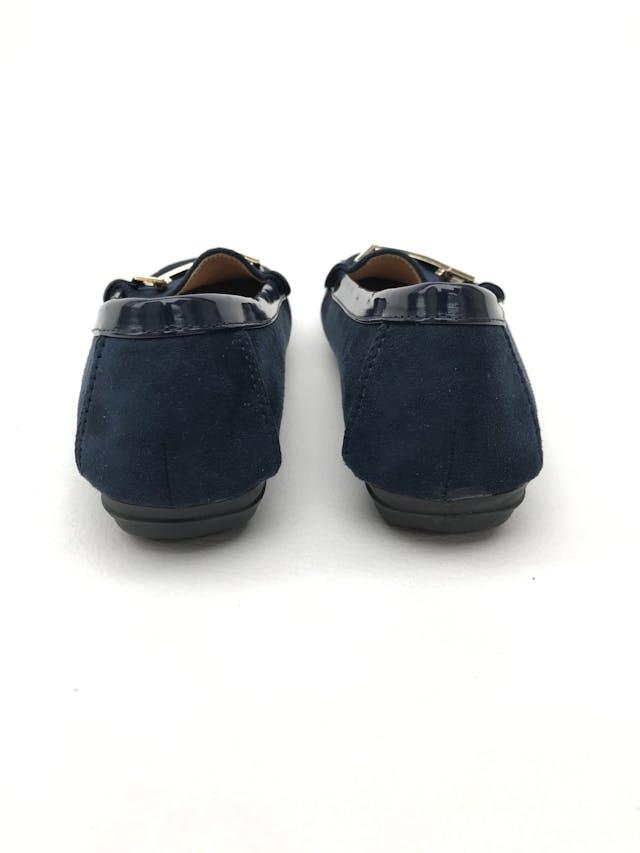 Mocasines azules textura tipo gamuza con hebilla dorada, taco de 2cm y plantilla acolchada. Estado 9/10. Super cómodos foto 3