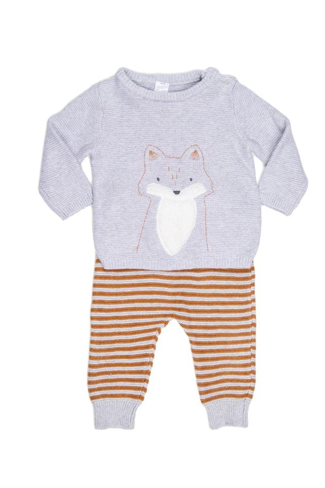 Conjunto tejido pantalón gris con rayas y chompa con mapache. 100% algodon. - Carter's foto 1