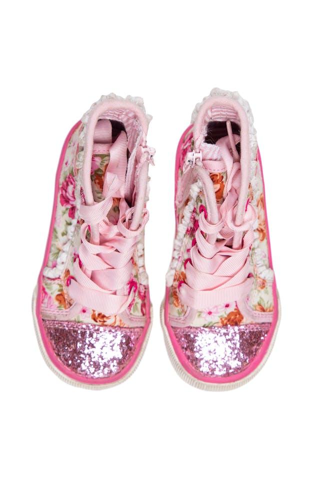 Zapatillas tipo botín floreadas de tela floreada punta escarchada. Con cierre al lado y pasadores.  Talla US 8 - Maggie & Zoe foto 1