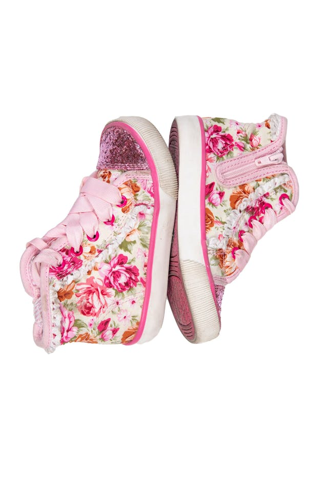 Zapatillas tipo botín floreadas de tela floreada punta escarchada. Con cierre al lado y pasadores.  Talla US 8 - Maggie & Zoe foto 2