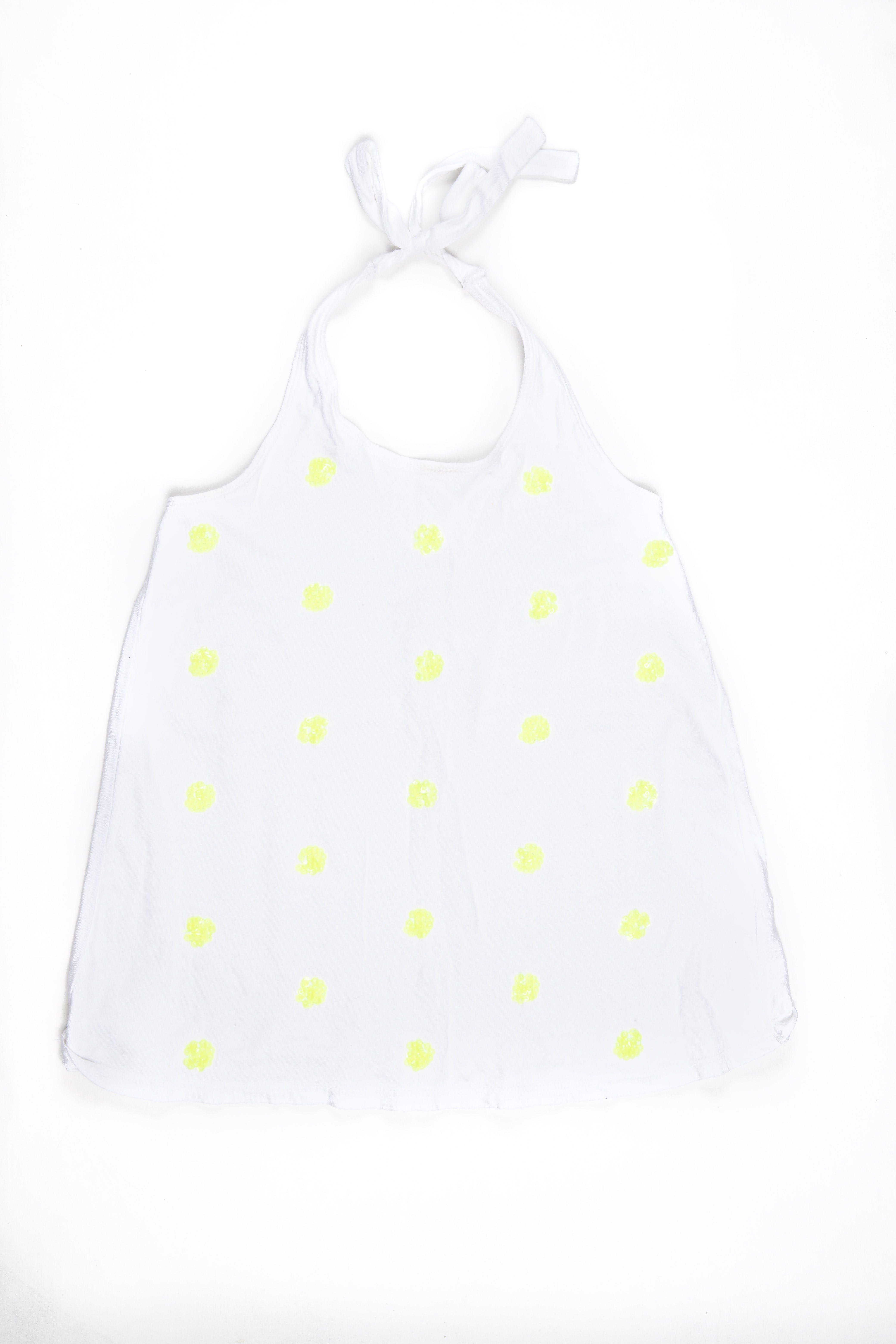 Top cuello halter 100% algodón. Bordados de lentejuelas amarillo neon. Elástico en espalda para ajustar. Lo usaba niña 10T - Old Navy
