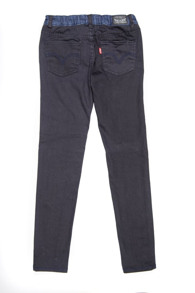 Pantalon jean azul por delante y negro por detrás. Cintura regulable. Stretch - Levis foto 2