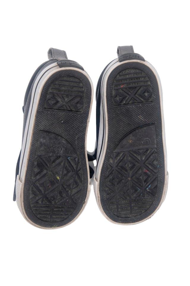 Zapatillas converse negras tipo cuero. Talla americana 8. Precio original 129 soles - Converse foto 2