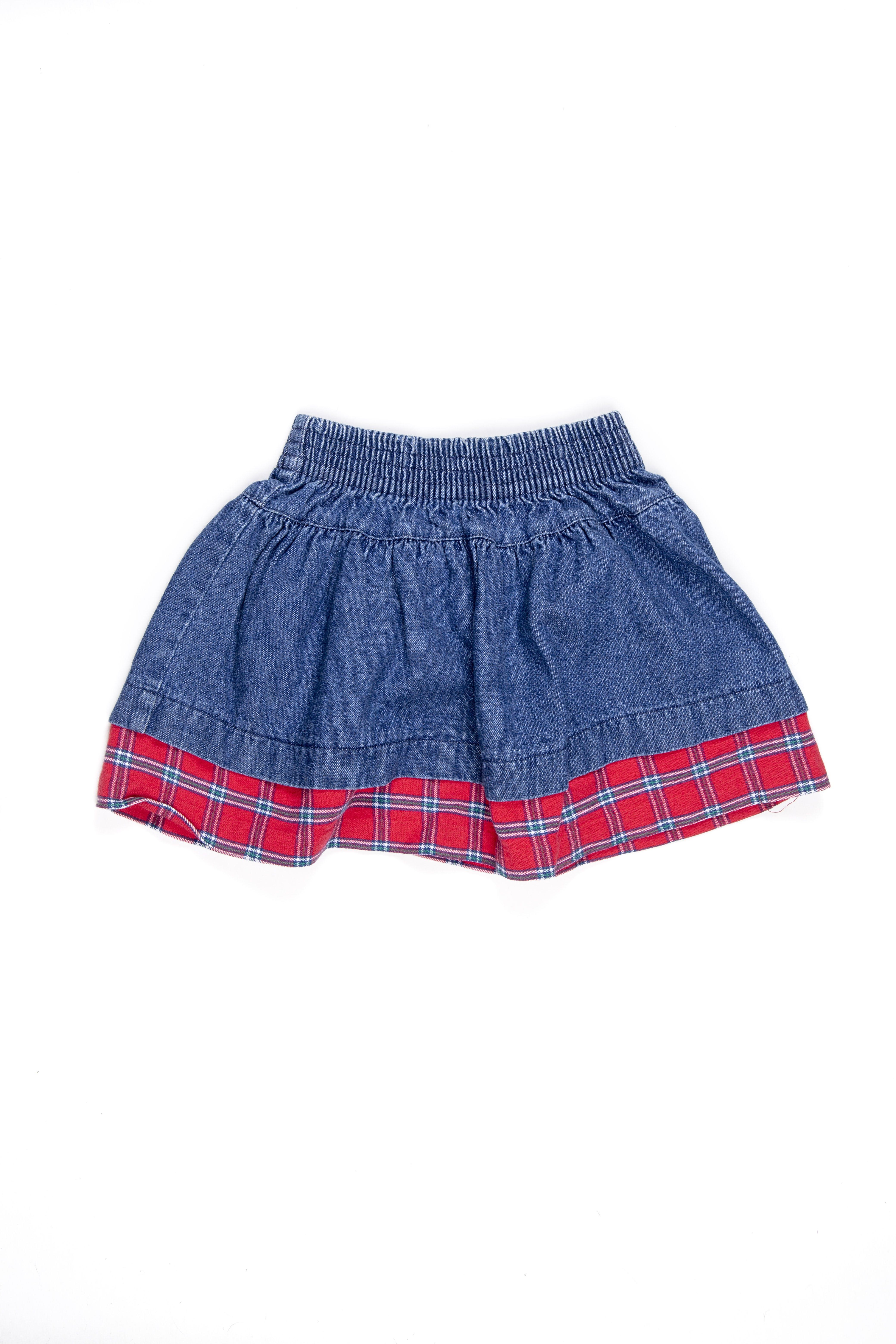 Falda corta de jean con basta de cuadros rojos. Talla en etiqueta: XS - Gymboree