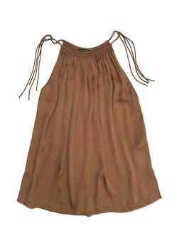 Blusa Massimo Dutti 100% seda marrón, cuello recogido se amarra a los lados, cuerpo suelto con aberturas laterales en la basta. Precio original S/ 200 foto 1