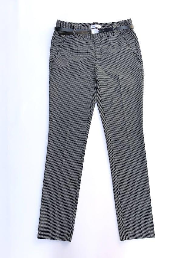 Pantalón Calvin Klein negro con puntos blancos, corte slim, bolsillos laterales y viene con correa de regalo. Precio original S/ 280 foto 1