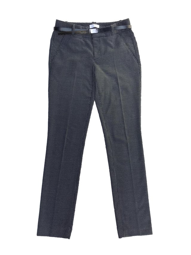 Pantalón Calvin Klein negro con puntos blancos, corte slim, bolsillos laterales. Pretina 78cm. Precio original S/ 280 foto 1