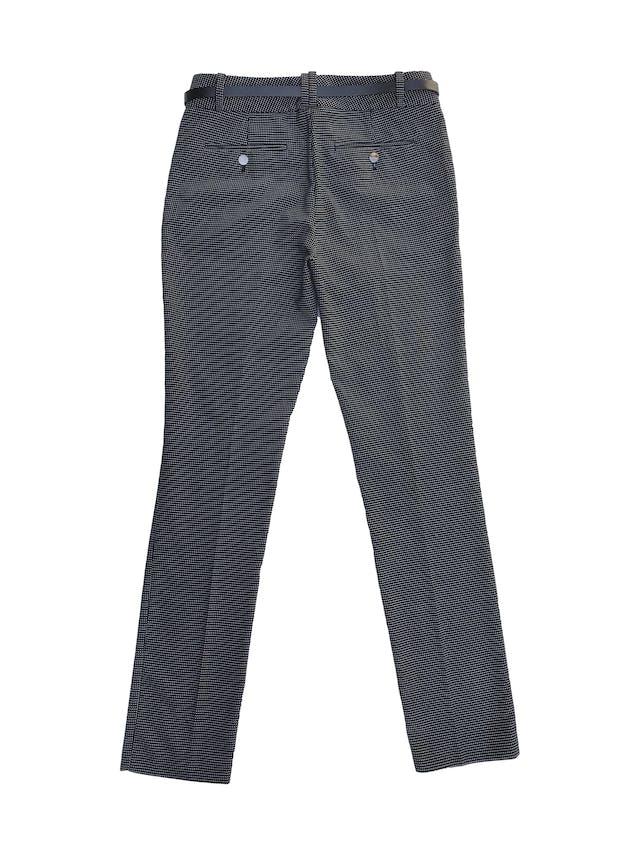 Pantalón Calvin Klein negro con puntos blancos, corte slim, bolsillos laterales. Pretina 78cm. Precio original S/ 280 foto 3