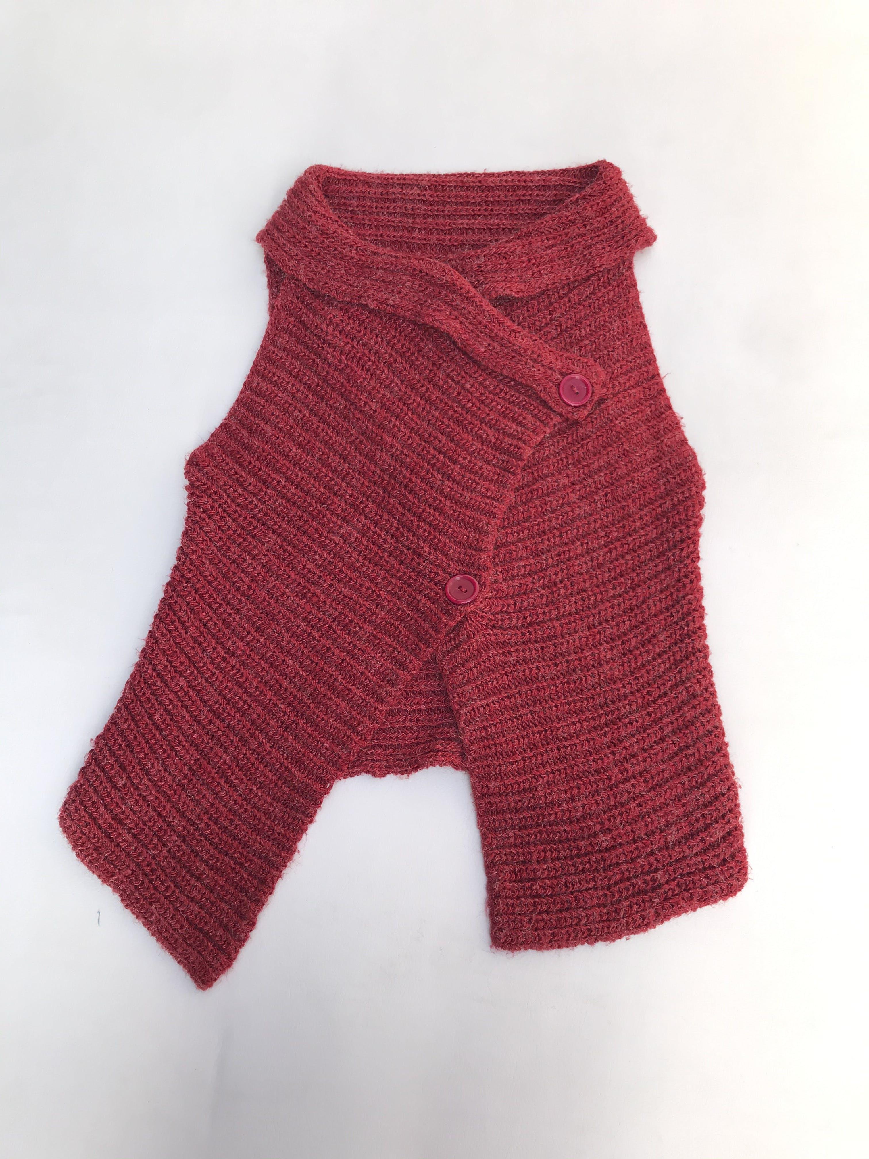 Chaleco tejido cerrado, rojo modelo cruzado con botones