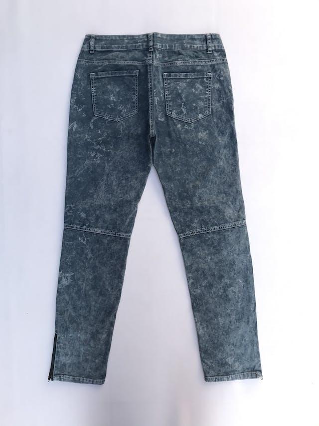 Pantalón pitillo drill 98% algodón, costuras en las piernas, bolsillos laterales y posteriores, cierres en la basta foto 2