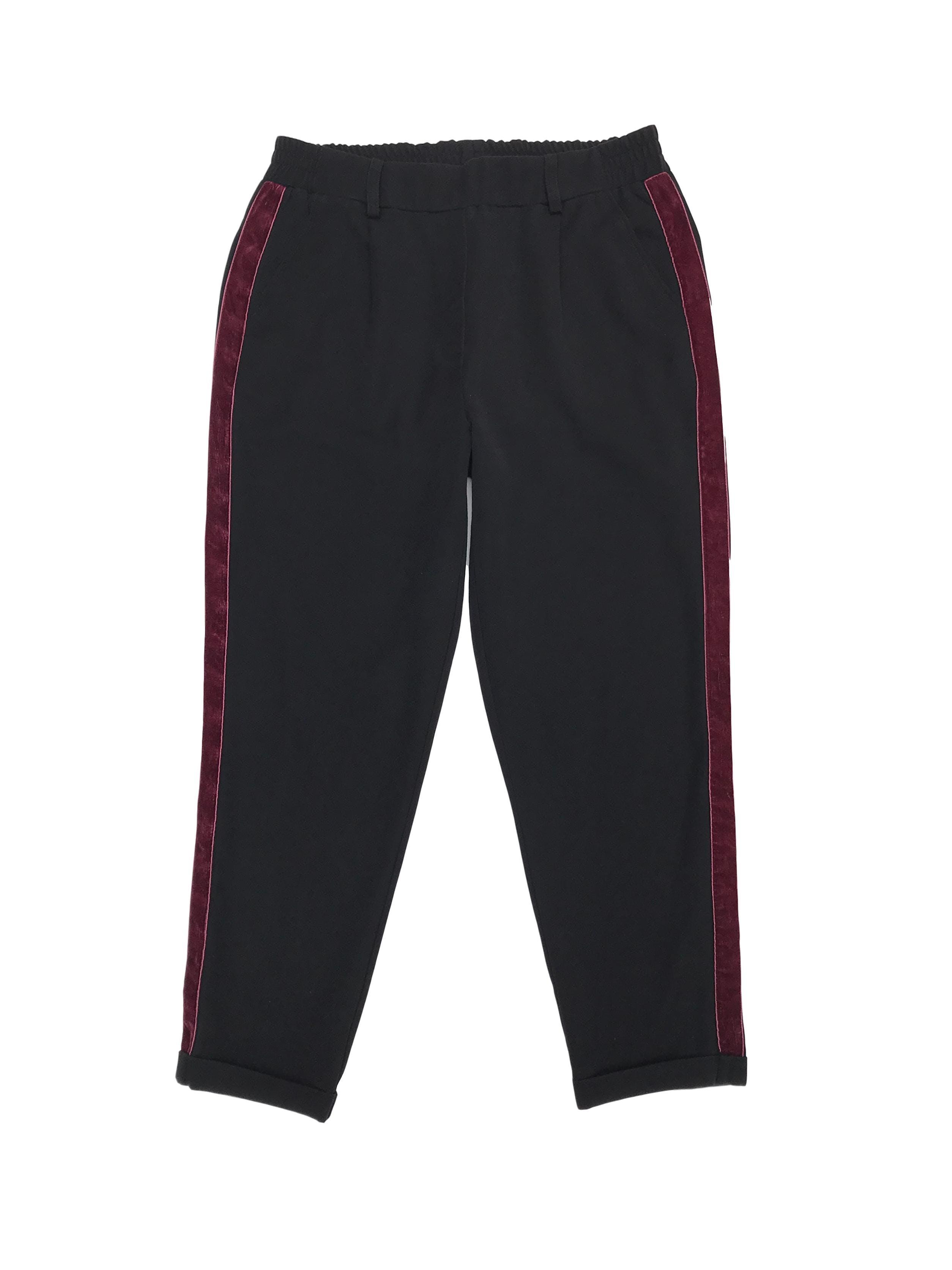 Pantalón estilo jogger con franjas laterales de plush, elástico posterior en la pretina