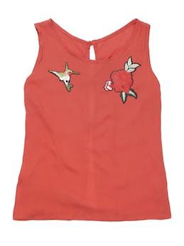 Blusa anaranjada con textura, aplicaciones bordadas y botones en la espalda. Busto 92 cm. foto 1