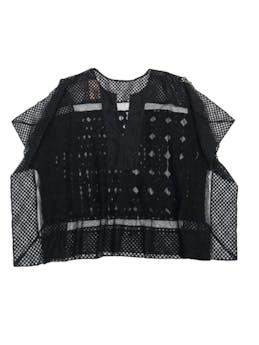 Blusa estilo túnica de encaje negro con detalles bordados, modelo cuadrado. Hermosa con linda caída foto 1