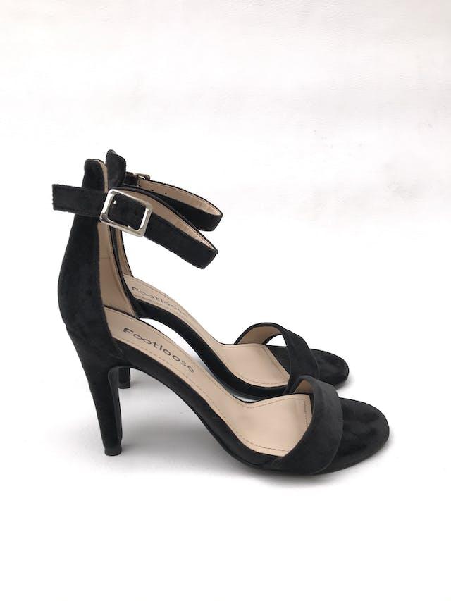 Sandalias negras tipo terciopelo con correa al tobillo, taco 9cm. ¡Combinan con todo! foto 1
