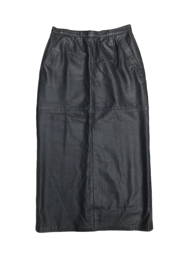 Falda vintage negra de cuero, forrada, a la cintura (70cm) con cierre y botón posterior. Largo 84cm ¡Demasiado cool!  foto 1