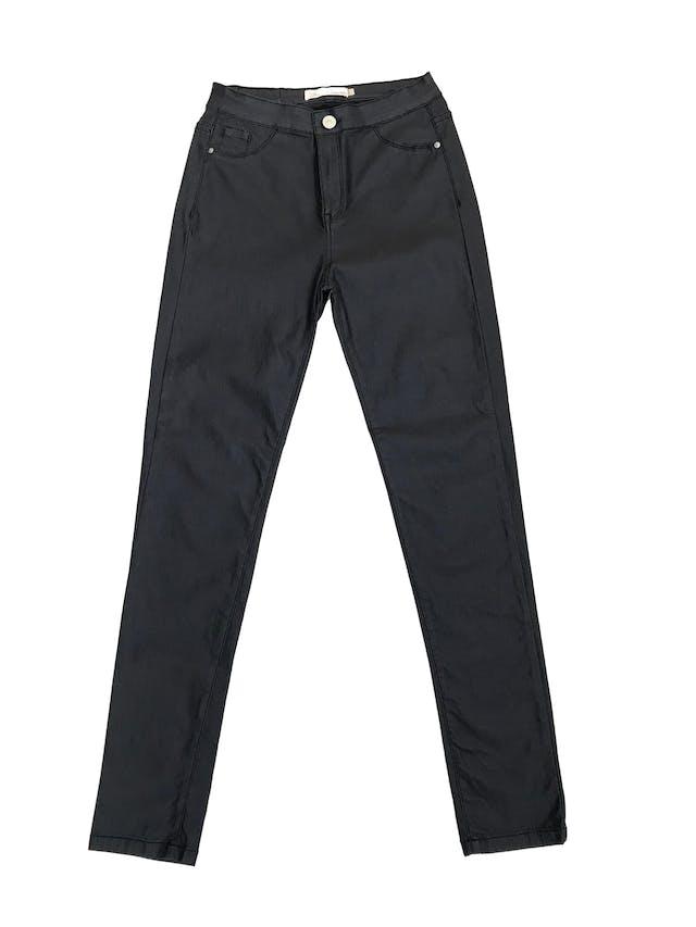 Pantalón Sybilla azul con textura tipo cuerina, tiro alto a la cintura, pitillo, stretch.  foto 1