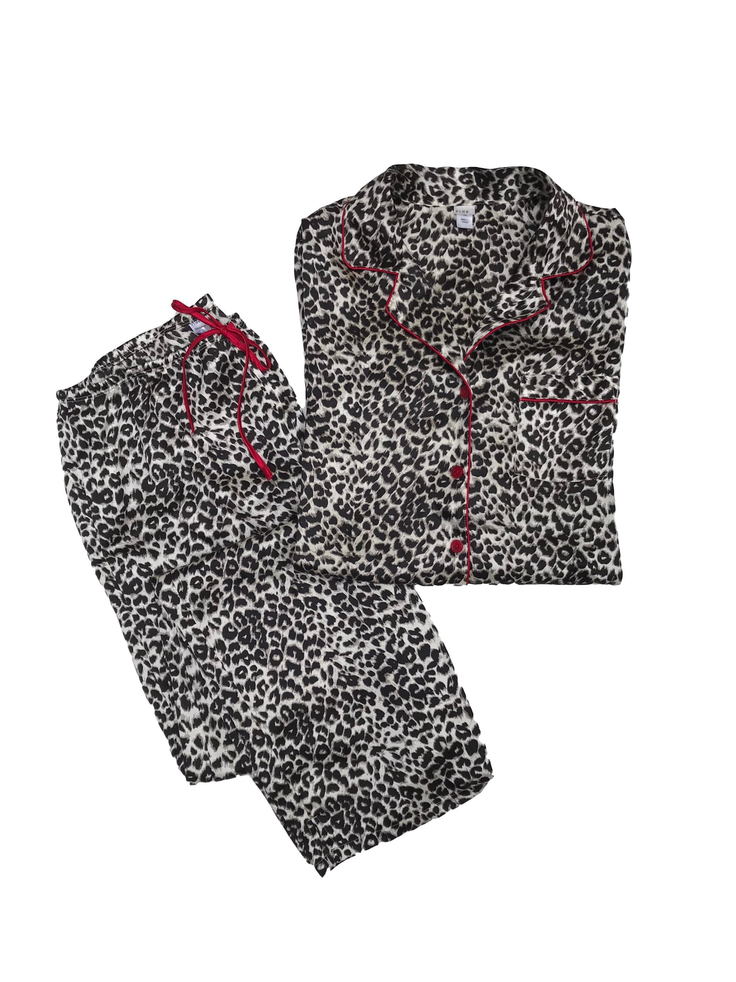 Pijama animal print tipo seda con ribetes rojos, cintura de pantalón regulable